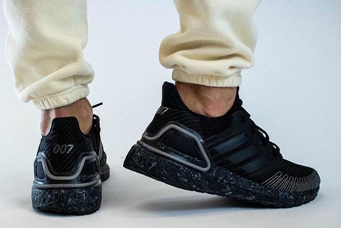 Duplanullahetes cipő: James Bond x Adidas Ultra Boost